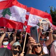 مسيرة شعبية إيمانية من جبيل إلى ضريح القديس شربل في عنايا