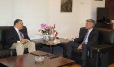 فياض بحث مع السفير المصري في آلية إستقدام الغاز إلى لبنان