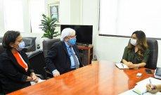 عكر بحثت مع غريفيث بالمساعدات الإنسانية وطالبت بدعم الدول المضيفة للنازحين السوريين بشكل أكبر