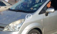 النشرة: القوى الأمنية أوقفت أحد السائقين المحتجين بصيدا لكسره زجاج سيارة أصرّ سائقها على المرور