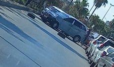 النشرة: سائقو السيارات العمومية قطعوا الطريق عند الاوستراد الشرقي في صيدا قرب محطة الكيلاني