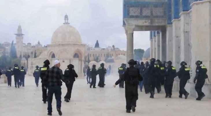 عشرات الإسرائيليين اقتحموا المسجد الأقصى بحماية القوات الإسرائيلية