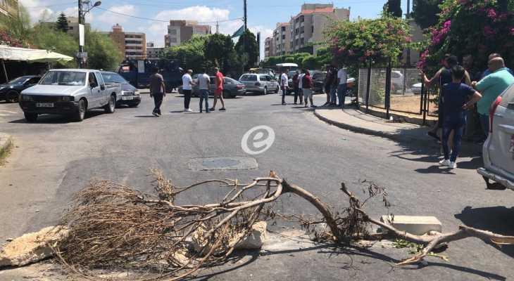 النشرة: محتجون من صيدا أقفلوا الطريق الرئيسية عند ساحة الشهداء احتجاجا على الأوضاع المعيشية