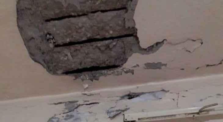 انهيار جزء من سقف مطبخ منزل الحاج محمود دهشة في عين الحلوة