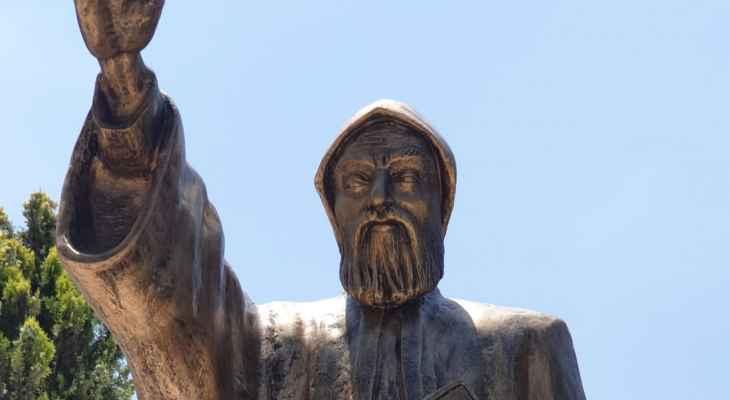 نقل تمثال القديس شربل مخلوف من عمشيت بجبيل الى قرية الكفور بقضاء النبطية