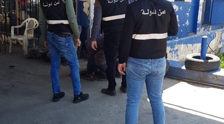 دورية من أمن الدولة ضبطت مخالفتين في محطة للوقود وسوبرماركت في الكورة