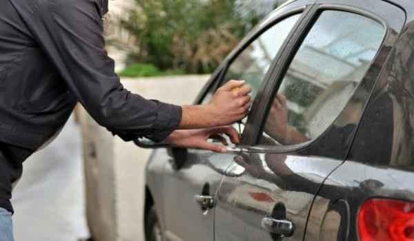 سرقة سيارة قرب ساحة الشهداء في صيدا