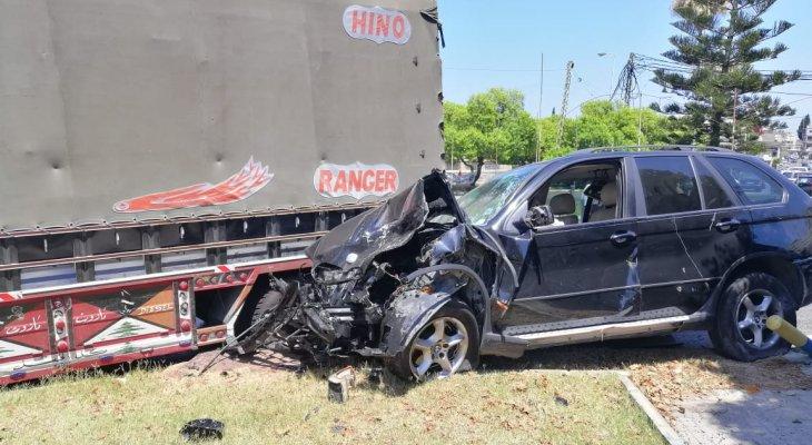 جريح بحادث سير على دوار القناية في صيدا
