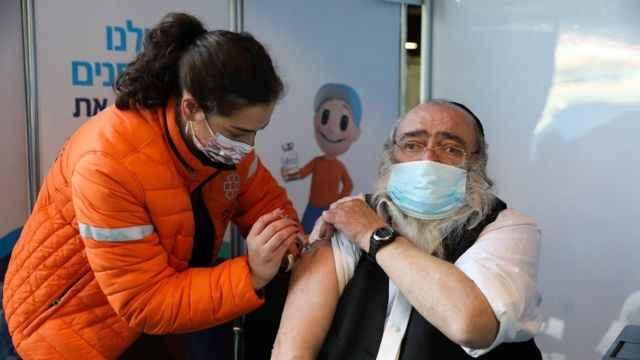 """السلطات الإسرائيلية تبحث تطعيم مواطنيها بجرعة ثالثة من لقاحات """"كورونا"""""""