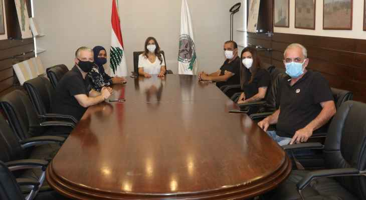 """عكر التقت وفدا من أهالي """"شهداء المرفأ"""" والسفيرة الإيطالية في لبنان"""