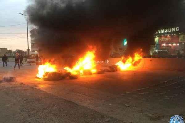 قطع طريق الرحاب - السفارة الكويتية بالإطارات المشتعلة