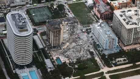 السلطات الاتحادية الأميركية تحقق في انهيار مبنى سكني في فلوريدا