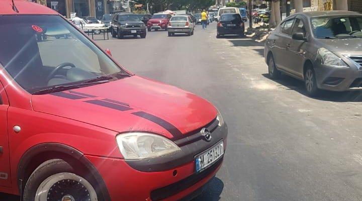 النشرة: أصحاب المحلات في شارع النجاصة بصيدا أقفلوا الطريق احتجاجا على تدهور الأوضاع