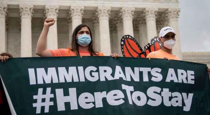 بايدن انتقد قراراً قضائياً ينزع الحماية عن المهاجرين الشباب في الولايات المتحدة