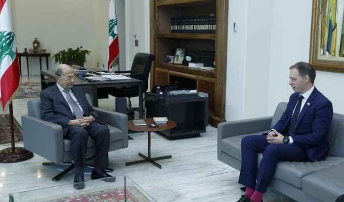 الرئيس عون عرض معالسفير البريطاني التطورات السياسية الأخيرة