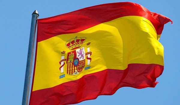 الحكومة الاسبانية: ندرس إلغاء اتفاق يسمح بالمرور دون تأشيرة من المدن المغربية إلى جيبي سبتة