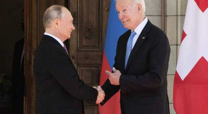 """""""كوميرسانت"""": بوتين عرض على بايدن تنسيق العمل حول أفغانستان"""