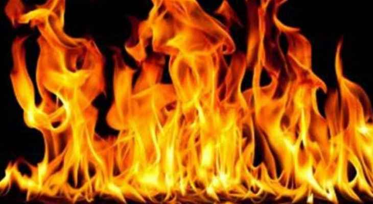 إخماد حريق أعشاب يابسة في عين بورضاي