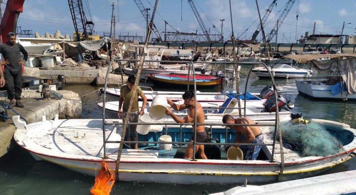 النشرة: غرق مركب صيد في ميناء صيدا دون معرفة الأسباب